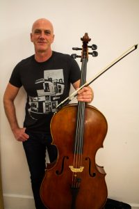 Photo of cellist Daniel Payne